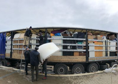 2018 - Ieder jaar vertrekken er zo'n 20 vrachtwagens met 100m3 naar Roemenië met goederen uit Kampen